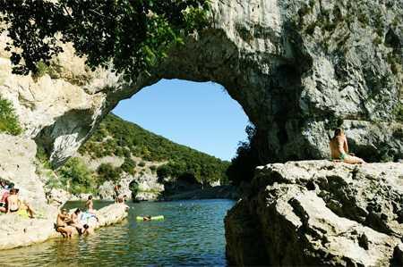 Gorges de l'Ardèche. Source: www.ardeche.com
